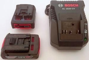 Foto von zwei Bosch Akkus GBA 18V 2,0Ah und dem Ladegerät AL 1820 CV