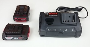 Foto von zwei Bosch Li-Akkus GBA 18V 2,0Ah und dem Ladegerät GAX 18V-30